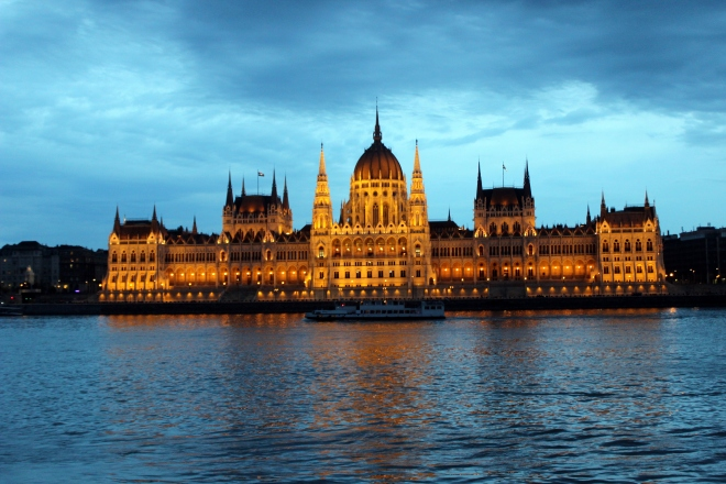 budapest parlament donau night light bei nacht licht